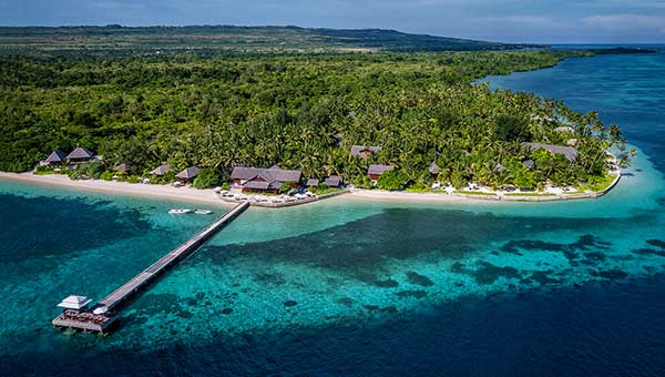 Wakatobi-dive-resort-and-house-reef-cropped
